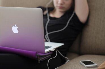 hasta-el-3-por-ciento-delos-adolescentes-vascos-puede-presentar-un-uso-problematico-de-internet-asociado-a-redes-sociales-o-juegos-online_imq-amsa